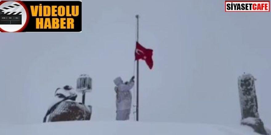 Mehmetçikten gururlandıran bayrak değişimi
