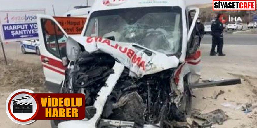 Yaralıları taşıyan ambulans beton mikserine çaptı