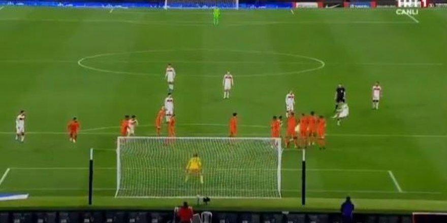 Burak Yılmaz'dan Hollanda'ya muhteşem gol