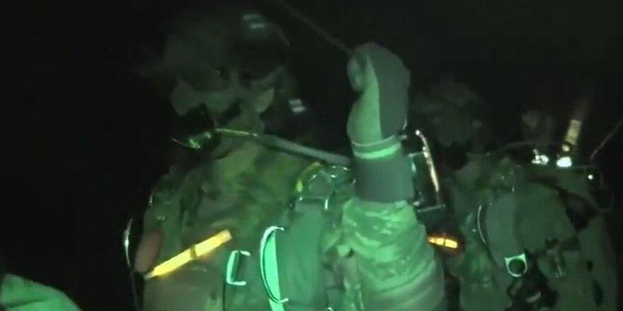 Özel Kuvvetler'den gece paraşütle sızma atlayışı