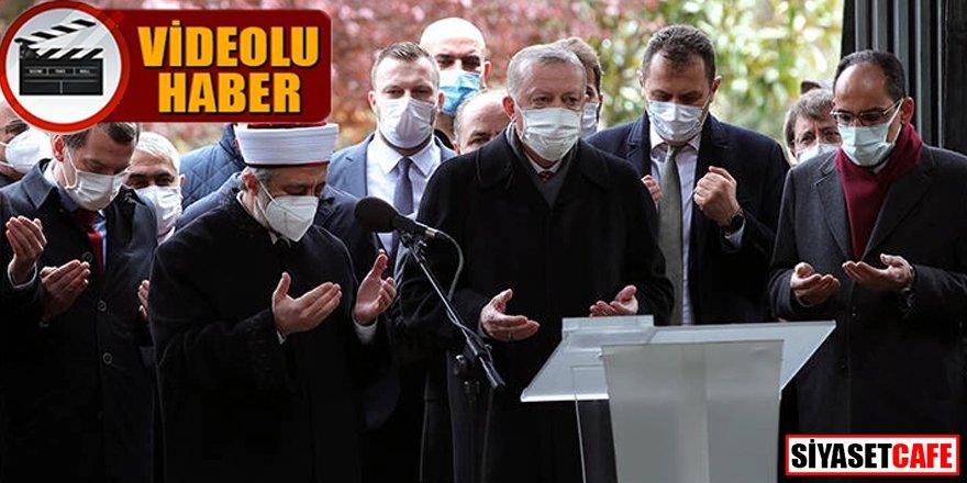 Cumhurbaşkanı Erdoğan Özal'ın kabri başında Kur'an-ı Kerim okudu