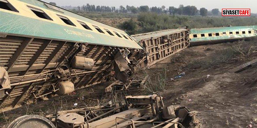 Pakistan'da iki tren kafa kafaya çarpıştı: 30 ölü, 50 yaralı