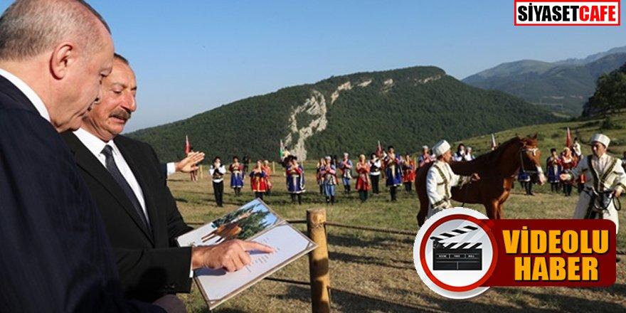 Şuşa ziyaretine damga vuran an: Aliyev Erdoğan'a at hediye etti