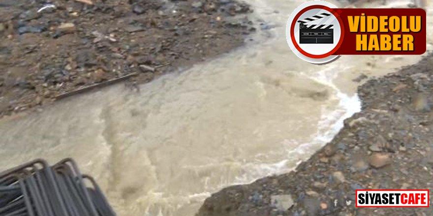 İstanbul'da evleri su bastı, araçlar mahsur kaldı