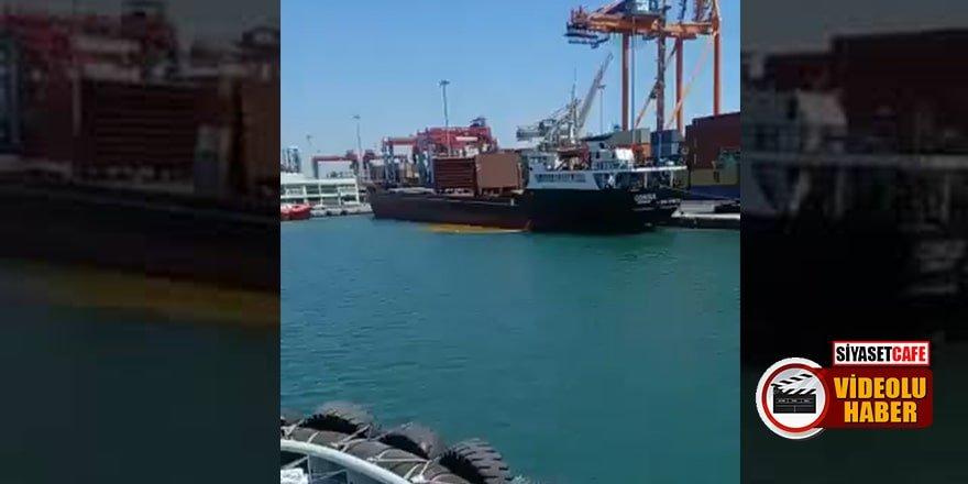 Mersin Limanı'nda bir gemi, denizi kirletirken görüntülendi
