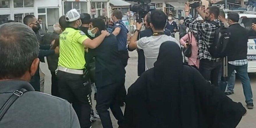 Akşener Sivas'ta protesto edildi