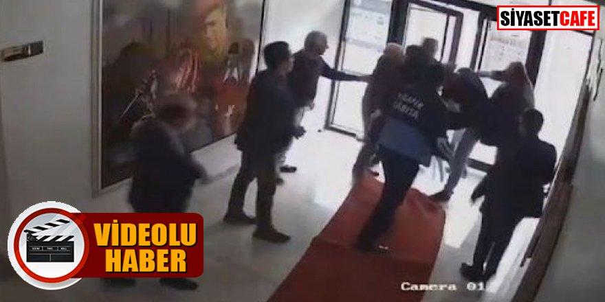 AK Partili başkan belediye binasında vatandaşı tekme tokat dövdü