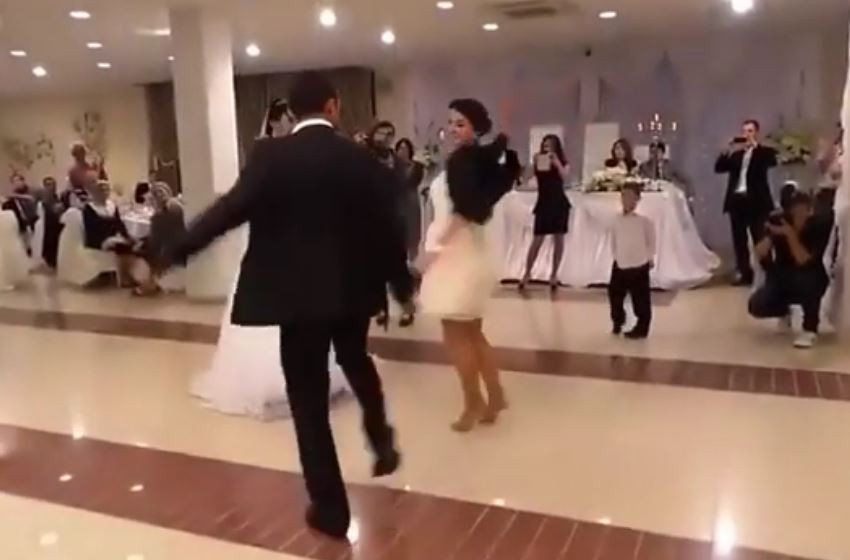 Düğünde Dansıyla Herkesi Büyüldi